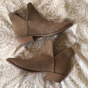 7.5 Merona ankle boots. Tan.